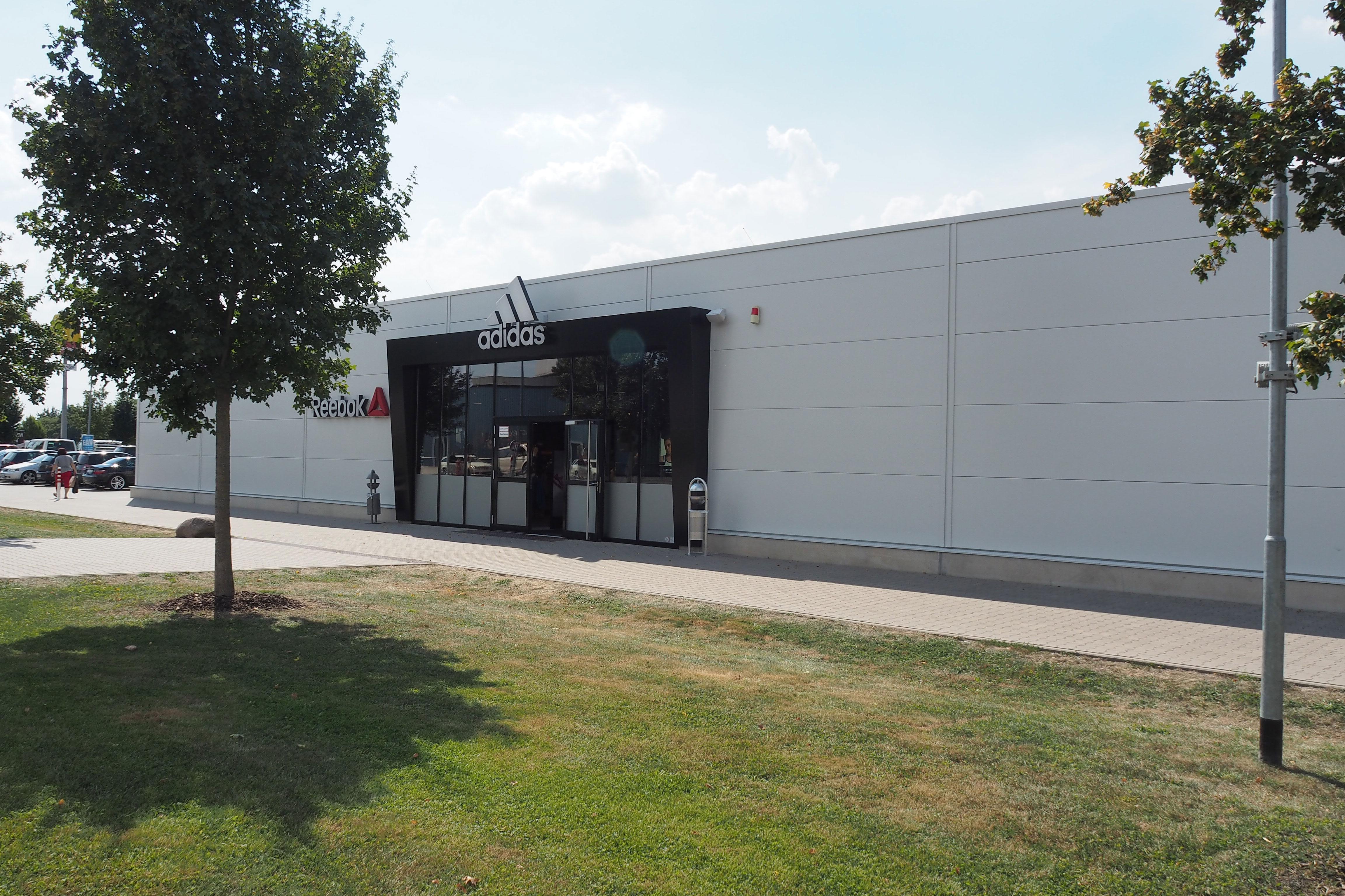 c5e9ae1623a39 adidas & Reebok Brand Store